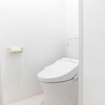 ゆったり広い個室トイレ♪