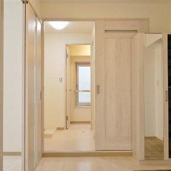 玄関から廊下の部分