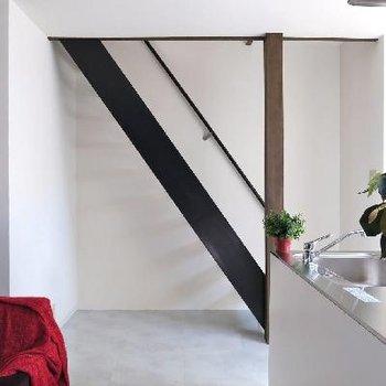 お二階へはこの階段にて。
