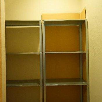階段下は大きな収納スペースになっています!