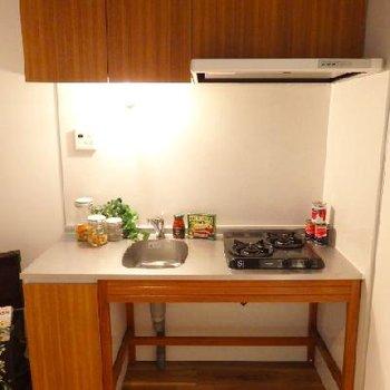 キッチンはざっくりワイルドに。
