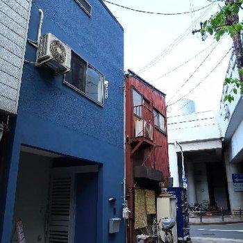 ブルーが目印!