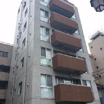 8階建マンション!コンクリート打ちっ放し