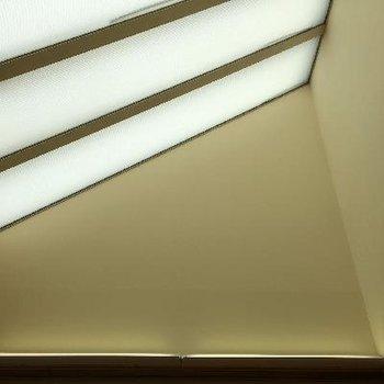 寝室のトップライト。柔らかい光