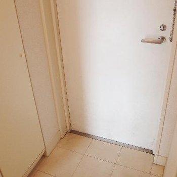 玄関は程よい大きさ