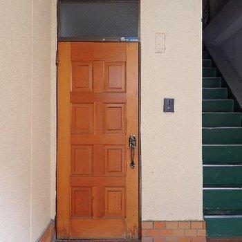 お部屋の入り口はこんな感じ。