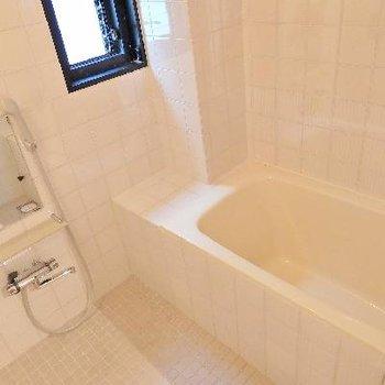 お風呂場はシンプルです!