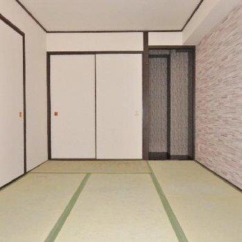 和室もとてもモダンな壁紙!