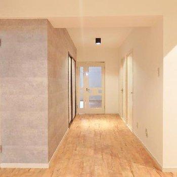 廊下もこんなに広々!