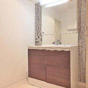 独立洗面台は鏡が大きくてうれしい!