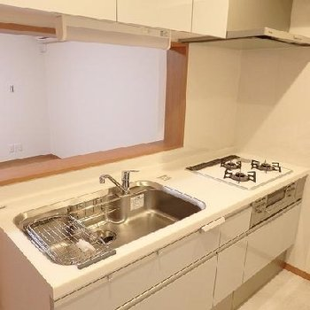 キッチンはとっっっても広い!収納も充実!※写真はどう間取りの別室