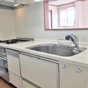 キッチン!グリル、オーブンレンジ、食洗器付!なんと優秀な!