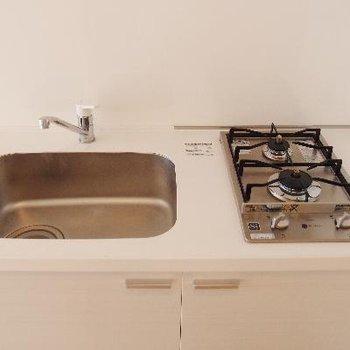 キッチンはコンパクトですね