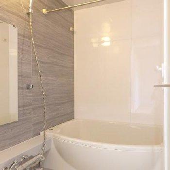 お風呂、かなり広めです。浴室乾燥機付きです