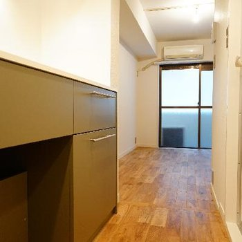 玄関から、居室とキッチン空間が離れているのもうれしいですね♪
