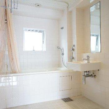 お風呂は広々乾燥機付き!