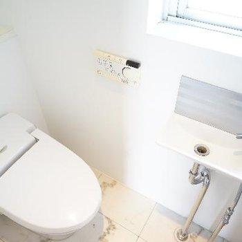 トイレは機能的で専用お手洗いが◎