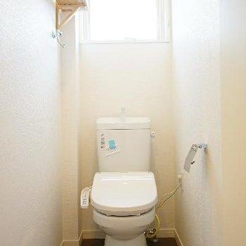 トイレにはウォシュレット!窓も嬉しい♪※前回募集時の写真です