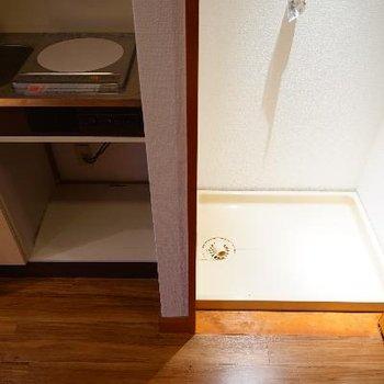 キッチン横に洗濯機です。隠せます!