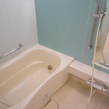 お風呂もブルーで機能的!