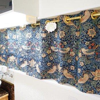 キッチン前のカーテンも統一感を出しました!