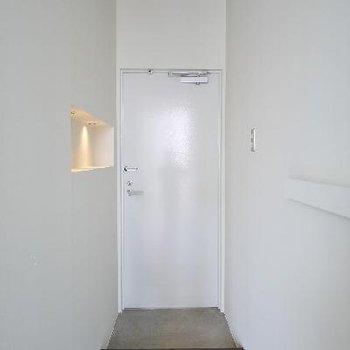玄関に靴箱はありません。。。