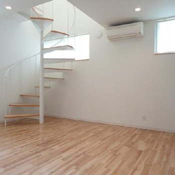 お洒落らせん階段※写真は別部屋です