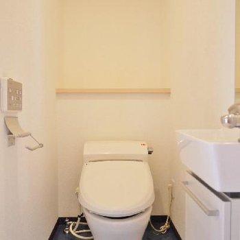 タンクレスですっきりトイレ!