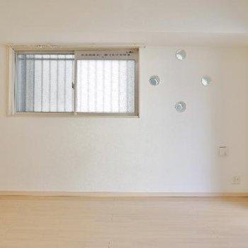 角部屋なので、横に窓あります!