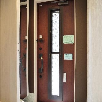 イタリア製の玄関ドアです!