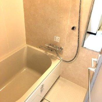お風呂は割りとゆったりタイプです◎