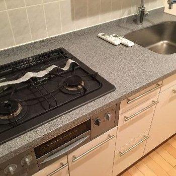 キッチンは3口コンロです!
