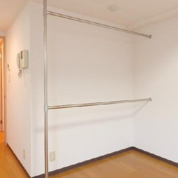 オープンタイプの収納でお部屋に広さを損なわない。