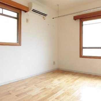 角部屋なので2面採光☆※写真は別のお部屋です