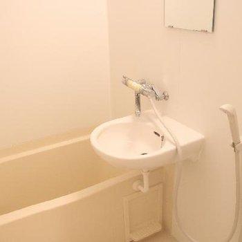洗面台はお風呂と一緒。※写真は前回募集時のものです
