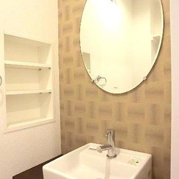 こんなにアソビの利いた洗面台は、トイレの中に。