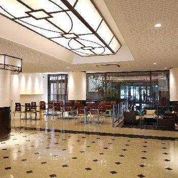 1階のエントランスはホテルのロビーそのもの。