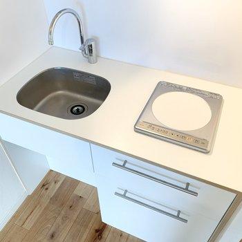 キッチンは収納もしっかり。コンロはIHで掃除がしやすいですよ ※写真は前回募集時のもの