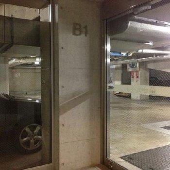 屋内駐車場!