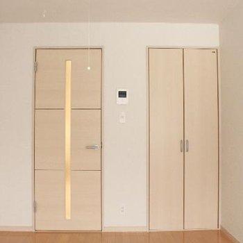 明るい色合いの室内。どんな家具でも合わせられそう。