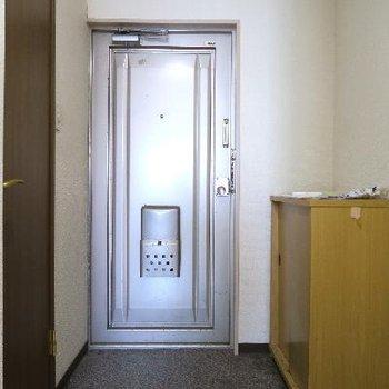 玄関も変身しちゃいます。※写真は現状です