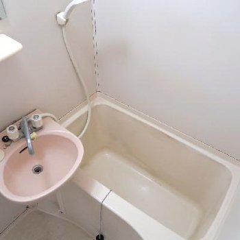お風呂もつるっと生まれ変わります!※写真は現状です
