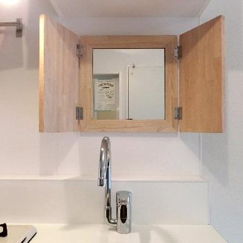 キッチンには木枠のミラーがつきます!※イメージ写真