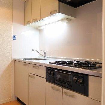 ひとり暮らしのキッチンとは思えない!!※写真は別部屋です