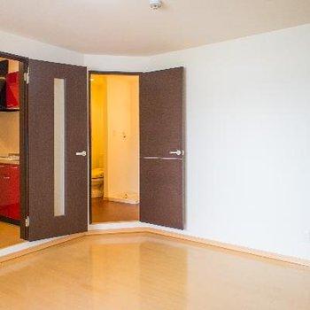 室内には扉が3枚