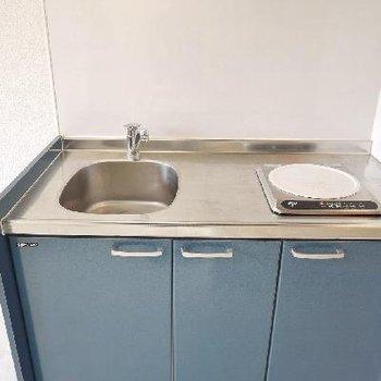 キッチンはコンパクトだけど調理スペースがあってしっかり自炊出来そう。