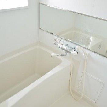 窓付きお風呂も換気に最適。