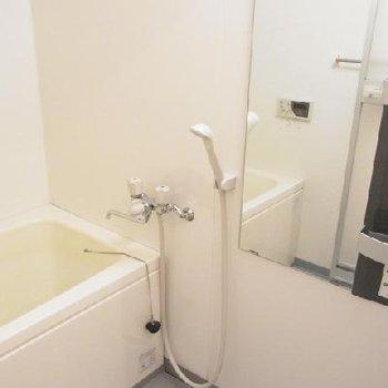使いやすそうなシンプルなお風呂※写真は別部屋。