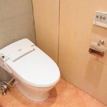 トイレと洗濯機が同室で脱衣場となってます※写真は別部屋。