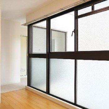 この大きな窓、窓!